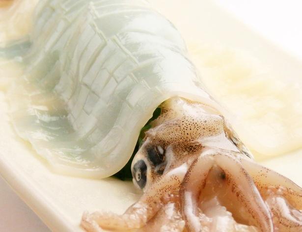 【写真を見る】海鮮丼と海の幸 はこだて亭(10階)の「イカの姿造り」(2138円)