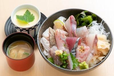 築地寿司清(10階)の「九州各県の魚介を使ったちらし寿司」(1296円・1日限定20食)
