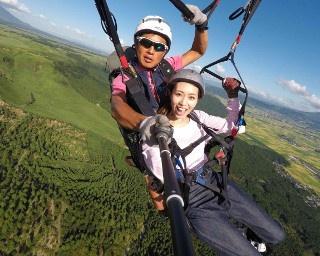 阿蘇の絶景を見下ろすパラグライダー!熊本「阿蘇ネイチャーランド」で未体験の空中散歩へ