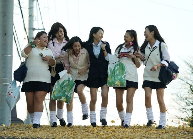 広瀬すず、山本舞香、池田エライザらが、コギャルに扮した『SUNNY 強い気持ち・強い愛』