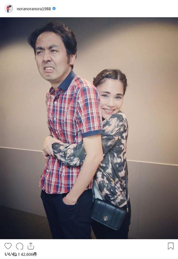 【写真を見る】田中卓志とのラブラブ写真を公開した平野ノラ