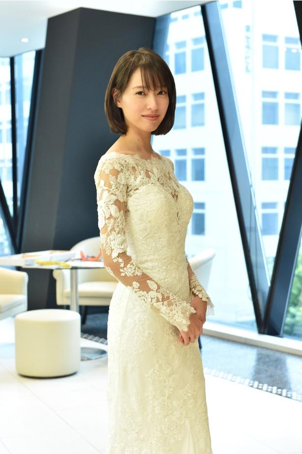 ウェディングドレス姿で初のクランクインを迎えた戸田恵梨香