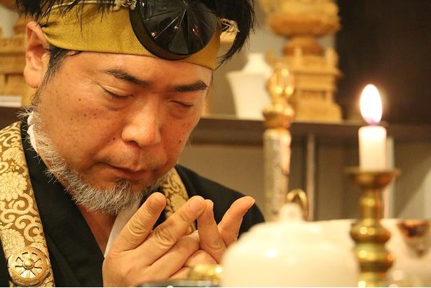 瞑想中の十朱樹先生