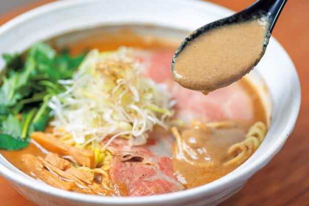 鶏ペーストと豚骨魚介が6:4の割合のスープ/吉み乃製麺所