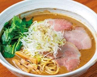 濃厚な鶏ペーストを豚骨魚介スープで延ばした「鶏重厚らーめん」(850円)/吉み乃製麺所