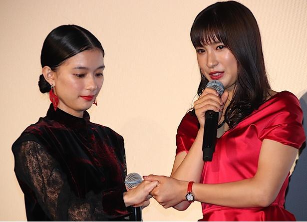 土屋太鳳、芳根京子と100回キス!別れは「さみしい」と瞳潤ませ熱い抱擁