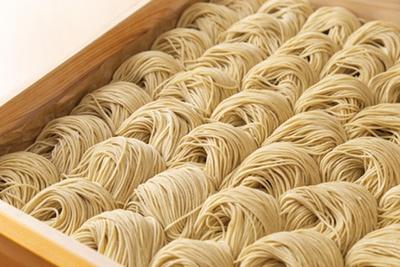 【写真を見る】国産小麦「スーパーはるゆたか」を使用した麺/麦と麺介