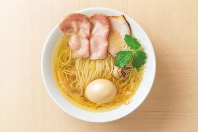 最高級の伊吹産イリコを使用した「味玉イリコそば」(950円)/麦の麺介