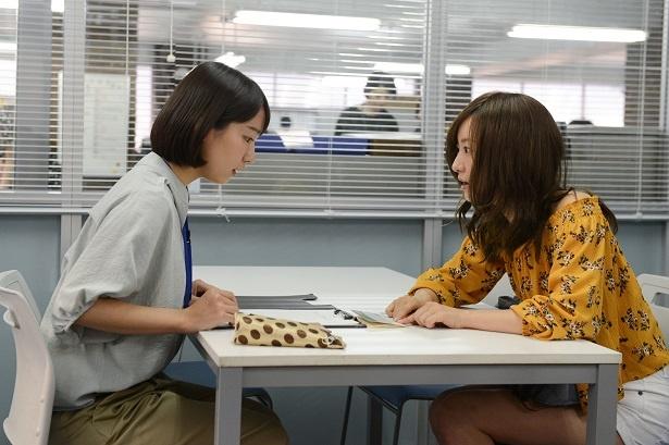 【写真を見る】松本まりかが、育児放棄の母親役で吉岡里帆と対峙する!