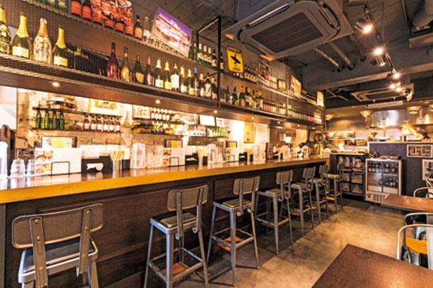 アメリカンダイナーのような店内には、常時6種の海外ビール(各400)を用意/時屋 L'Espoir