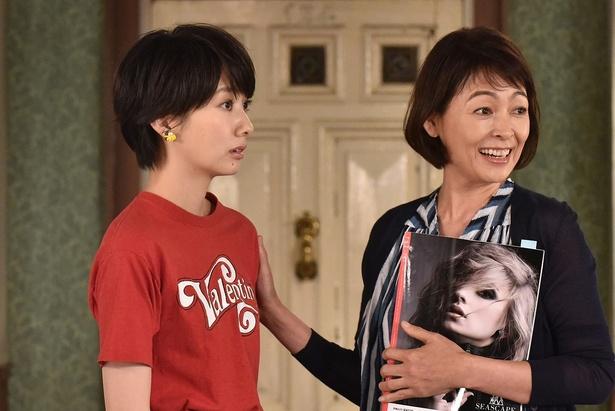 突然「riz」編集部に現れた母・美恵子に驚くさやか