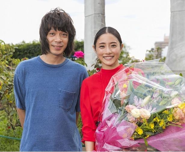 石原さとみはスタッフへの感謝、峯田和伸は石原への尊敬を口にした