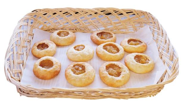 ガンジー牛乳 おやつキッチン / 「やきたてパイ」(1個216円、5個入り1080円) 。リンゴ、ガンジー牛乳、バターの風味が三位一体に