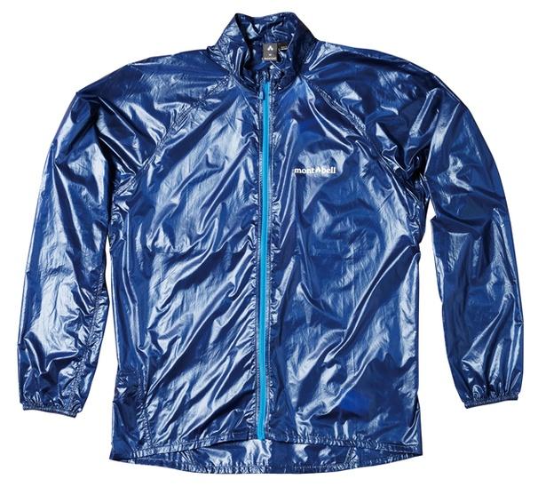 モンベルルーム くじゅう長者原店 / 「ライトウインドジャケット」(メンズ8424円、レディース7992円) 。薄手だが防風性抜群で、秋の登山に最適