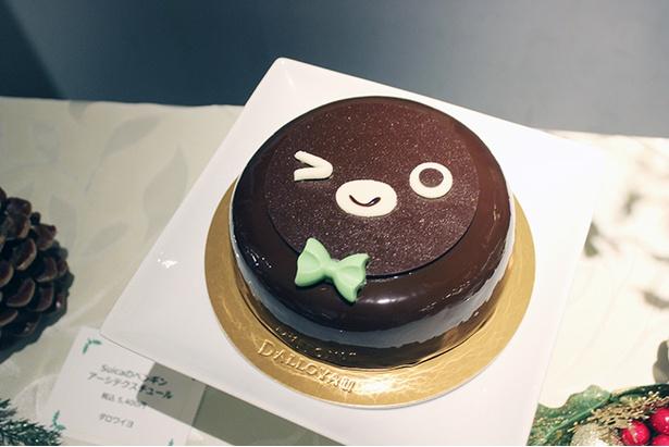 【写真を見る】Sucaペンギンの顔がまるごとケーキに!ダロワイヨの「Suicaのペンギン アーシテクスチュール」(5400円、限定100台)