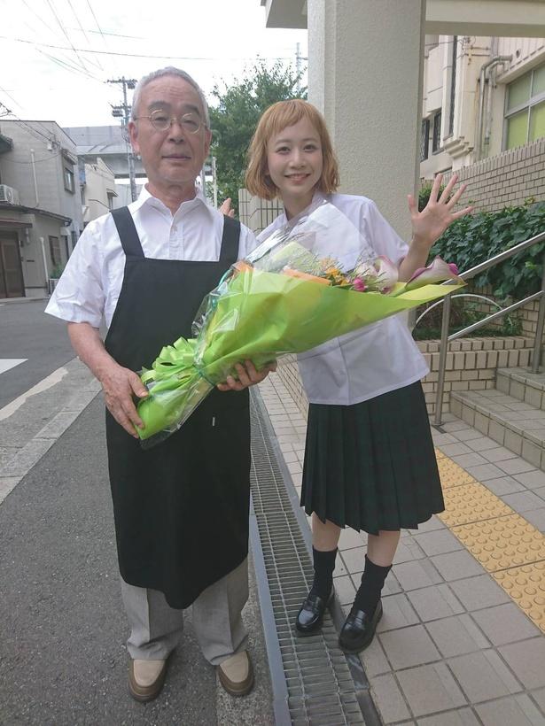 「+music」のMC、三戸なつめと⻆淳一
