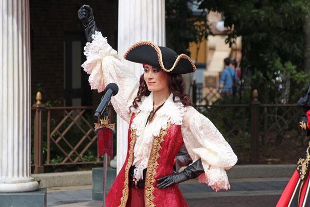美しく凛々しいルックスで、乙女心をくすぐるホック。『ピーター・パン』のキャプテン・フックが主人