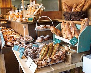 「マヌカンピス・ケレス」。人気スイーツ店が作るパンが評判だ。併設のレストランで購入したパンを食べることができる。