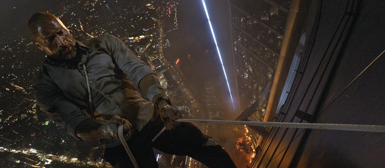ドウェイン・ジョンソン 演じるウィルは、ジョン・マクレーンさながらのアクションを披露