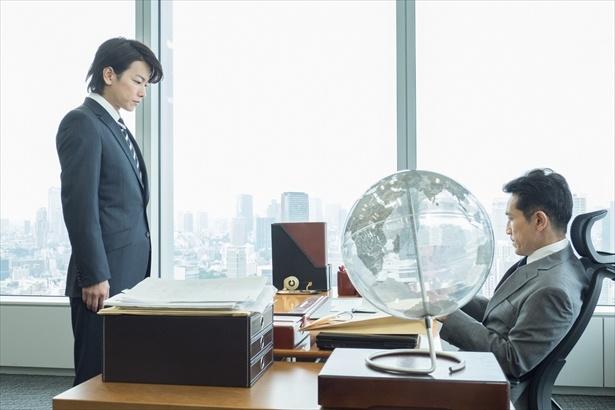 """【写真を見る】律は会社に""""退職願""""を…"""