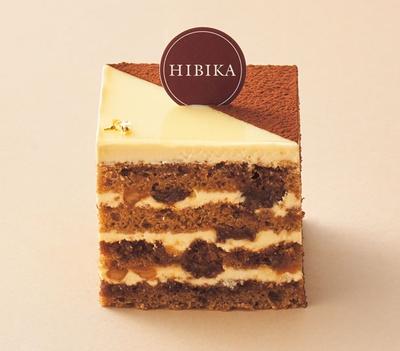 夕暮れ(650円)。芳醇なラムレーズンとバタークリーム、コーヒースポンジを重ねた贅沢な大人の味わい/HIBIKA
