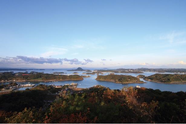 【写真を見る】雲仙天草国立公園 高舞登山 / 昼間の景色も最高 !