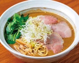 鶏重厚らーめん(850円)。濃厚な鶏ペーストを豚骨魚介スープで延ばす/吉み乃製麺所