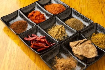 ガラムマサラ、花椒など約10種のスパイスをブレンド