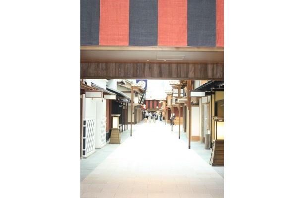 江戸小路エリアには全部で36店舗がずらりと並ぶ