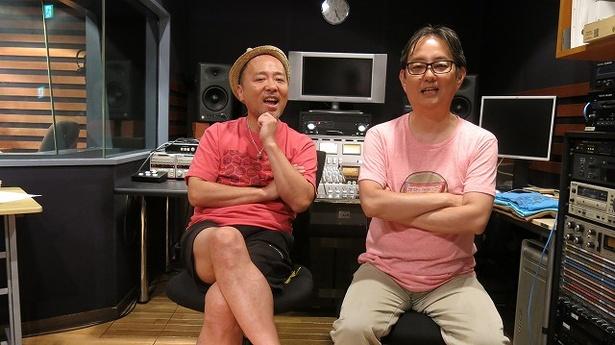 【写真を見る】BS12 トゥエルビ「ザ・カセットテープ・ミュージック」でマキタスポーツと出色の音楽トークを繰り広げているスージー鈴木