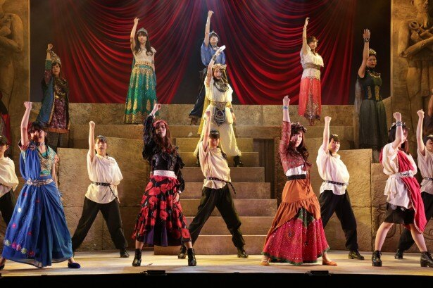 【写真を見る】今年6月に上演されたモーニング娘。主演「ファラオの墓~蛇王スネフェル~」。石田亜佑美が主役のスネフェルを好演した