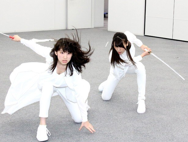 元℃-ute・矢島舞美と元Dream5・日比美思の二人による殺陣も