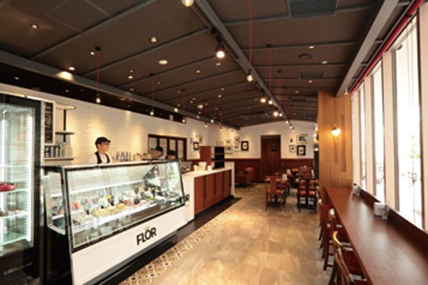 店内には、イタリアを感じさせる装飾が施され洗練された雰囲気/CAFE FLOR GELATO