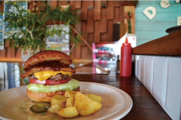 DELI☆BOY BROS.HAMBURGER / 分厚く豪華なハンバーガーに、心躍ること間違いなし!