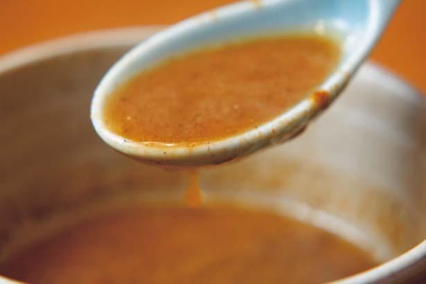 スープは余計な酸味や甘味なし。シンプルに素材の旨味が深い/いかれたnoodle Fishtons