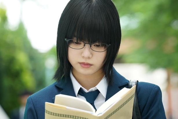 平手が演じたのは天才小説家の女子高生・鮎喰響