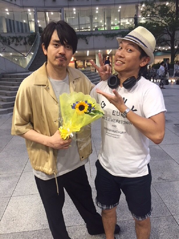 ゲスト出演する青柳翔、Yuki Saito監督(写真左から)