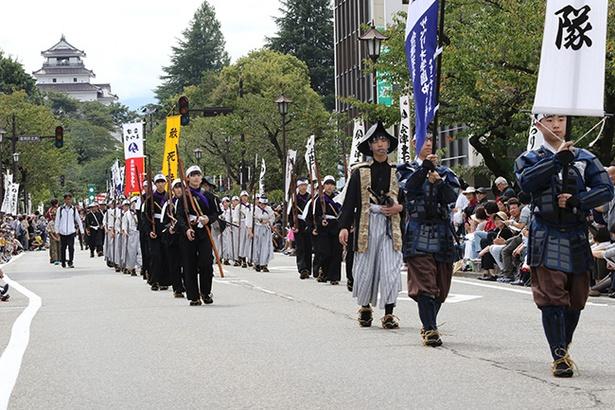 総勢約500名で構成される「会津藩公行列」