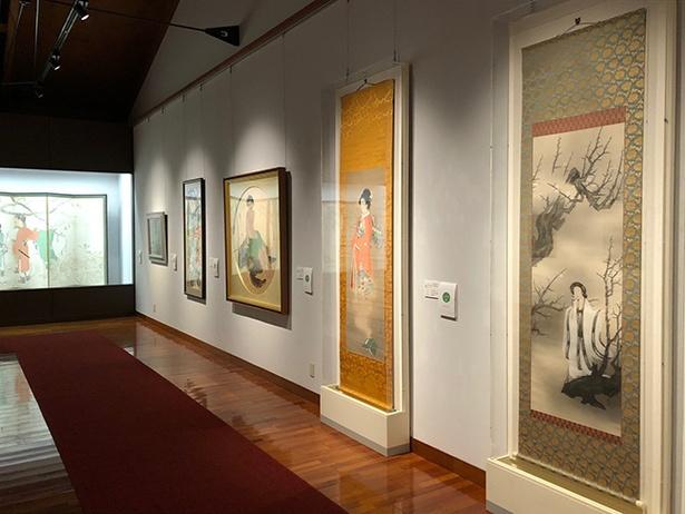 【写真を見る】第1展示室に展示される作品の数々