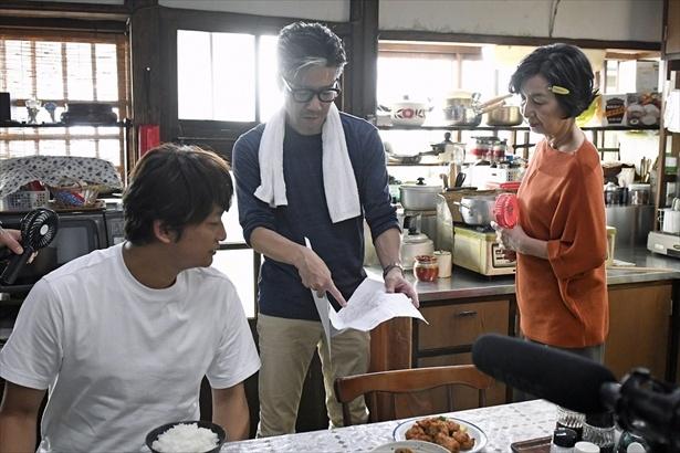 【写真を見る】永井聡監督は香取を「とにかく勘がいい役者さん」と絶賛!CM撮影メーキング写真