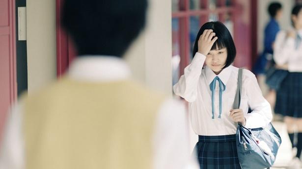 ニキビを気にする女子高校生役は、女優・西本まりん