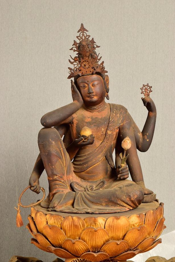 【写真を見る】通常非公開とされる仏像・仏画など、貴重な文化財の数々が一堂に会する