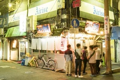 博多・中州店の外観。深夜も客が絶えない