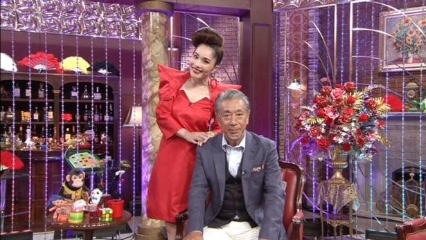 二人でMCを務めるのは初だという平野ノラ(左)と高田純次