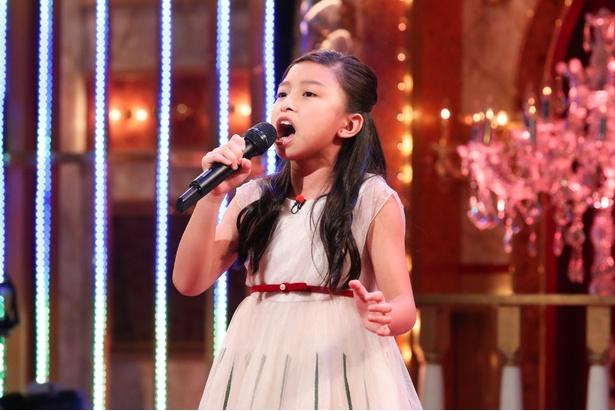 10歳とは思えない力強い歌声で、世界中から注目されているセリーヌ・タムちゃん