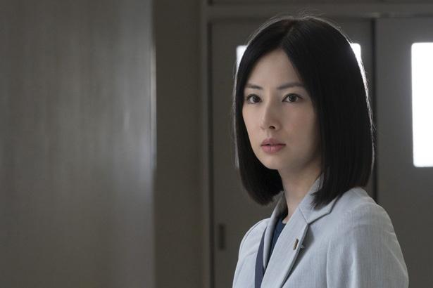 【写真を見る】弁護士・唯として闘う姿も美しい北川景子