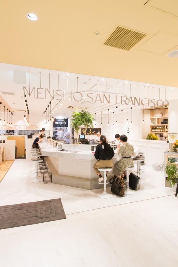 新宿ミロードにあり、女性客が多い