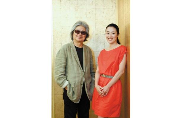 「もんぺ姿が日本で一番似合う(笑)」と、寺島をキャスティングしたもう1つの理由を話すユーモラスな若松監督