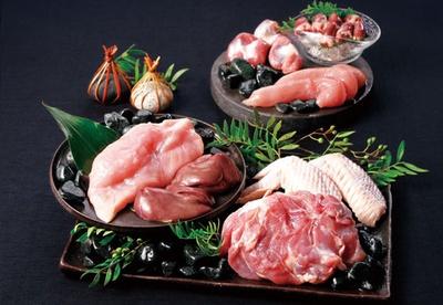 【写真を見る】新鮮な徳島県産の阿波尾鶏が食べ放題!/いちばん地鶏 阪急ターミナルビル店