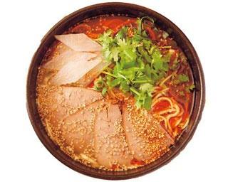 牛骨スープには中国から仕入れた山椒や生姜、シナモンなど20種以上の香辛料を使用した「一品居 蘭州牛肉麺」/一品居 蘭州牛肉麺